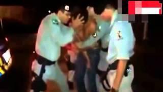 Policía brasileño realiza un exorcismo en plena calle