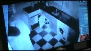 Pete's Haunted House, Episode 7 kitchen Freezer Door opens and closes