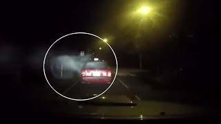 Una 'dashcam' graba el ataque demoníaco a un taxi en Hong Kong