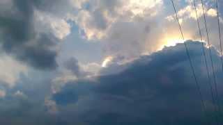 Misterioso haz de luz aparece oculto entre las nubes sobre Indiana, ¿un OVNI o el proyecto HAARP