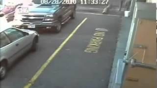 Κάμερα συλαμβάνει φάντασμα σε πάρκινγκ αυτοκινήτων