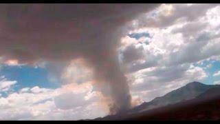 Turistas graban en video una enorme nube de humo con forma de hongo sobre el Área 51