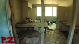 P.Z. / Interno di una vecchia scuola abbandonata | HD
