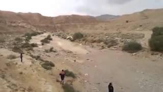 Απίστευτο. πραγματικό 100% βίντεο.Ποτάμι εμφανίζεται ξαφνικά μέσα στην έρημο