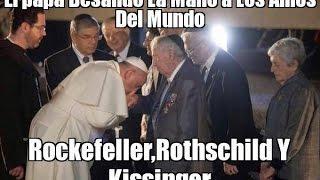 El Papa besa la mano de Rockefeller, Kissinger y Rothschild, (La verdad)