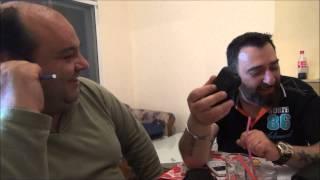 Ο μπάρμπα Μήτσος κάνει έρευνες για λίρες τηλεφωνικά