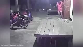 Cámara de seguridad capta el extraño momento en que una bicicleta comienza a pedalear por sí sola