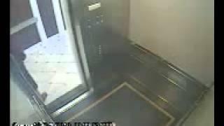 Απίστευτο Κοπέλα που δολοφονήθηκε πριν 2 ώρες παίζει με ασανσέρ και το καταγράφει κρυφή κάμερα