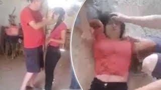 Inquietante video muestra a una adolescente retorciéndose 'como una serpiente' durante un exorcismo