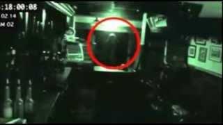 """""""Fantasma"""" grabado con las cámaras de seguridad de uno de los pubs más antiguos de Gran Bretaña"""