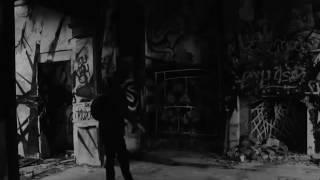 ghost in the house - fantasma en una casa abandonada