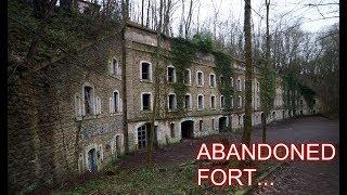 EXPLORING A 200 YEAR OLD ABANDONED FORT!