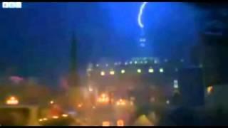 Relámpago impacta sobre la Basílica de San Pedro