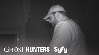 GHOST HUNTERS (Clips) | 'Arachnophobia' | Syfy