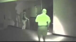 Un fantome dans une gare