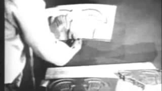 Σπάνιο βίντεο. Αυτοψία στα συντρίμια του οχήματος που έπεσε στο Roswell.