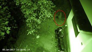 Ghost Shadow Caught on Camera From a Old House !! Scary Videos