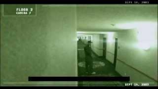 Fantôme filmé dans un hôtel.