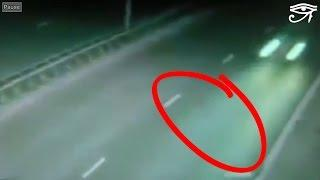 Alien or Ghost ➨ Crossing Street