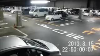 Fantasma de niña en estacionamiento