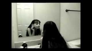 Fantasma de niña en el espejo - Ghost girl mirror