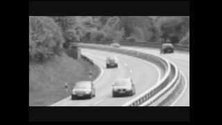 un auto es teletransportado en plena carretera